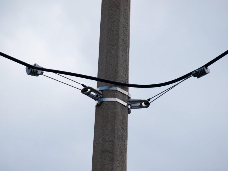 Крепление оптического кабеля к опоре